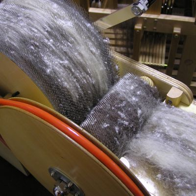 ドラムカーダー (fleeceの繊維をそろえて紡ぎやすくする為の道具)