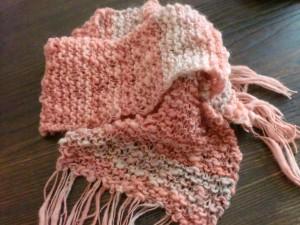 紡いだ毛糸で、ふんわりマフラーを編む