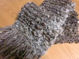 スラブ糸でマフラーを編む