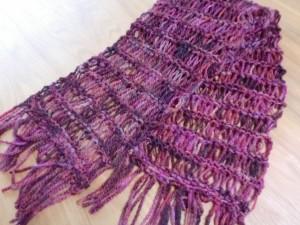 ロムニーを紡いでマフラーを編む(ドライブ編み)
