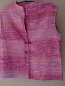 チェビオットで紡いだ糸でベストを作る