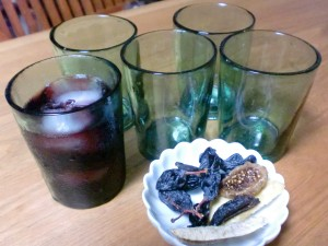 グラスとドライフルーツ