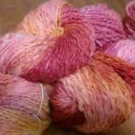 手紡ぎ糸をレインボー染め