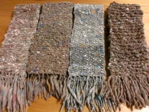 右端の羊毛種はコリデール、左3種はアルパカです