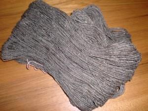 メリノで紡いだ横糸