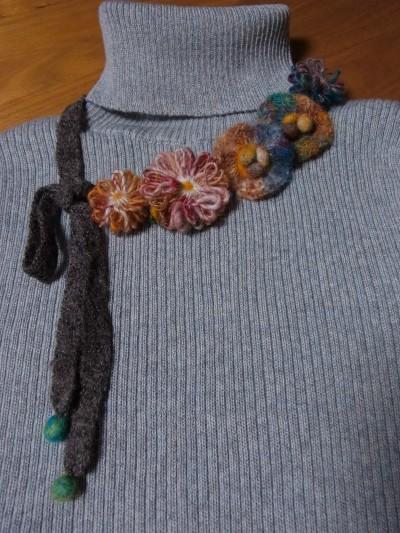 花モチーフのネックレス