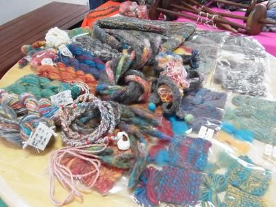 紡ぎ糸と作品のサンプル