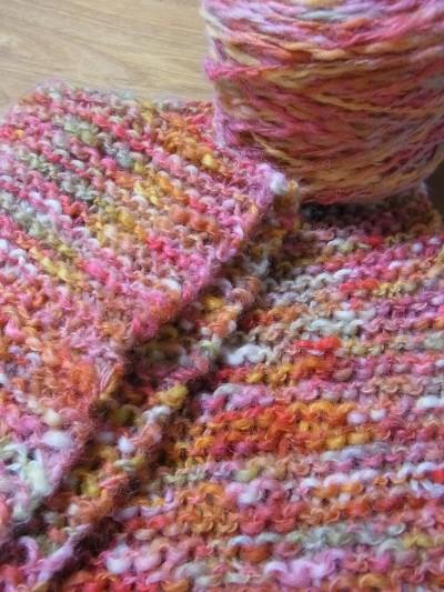 暖色系の糸で編んだネックウォーマー&帽子