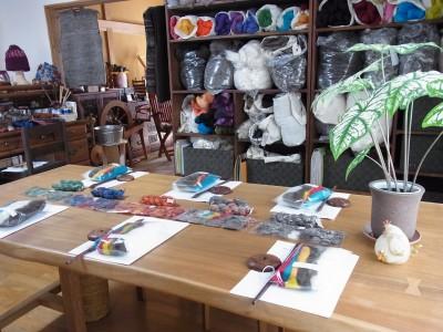 工房にて「紡ぎ」のワークショップ準備