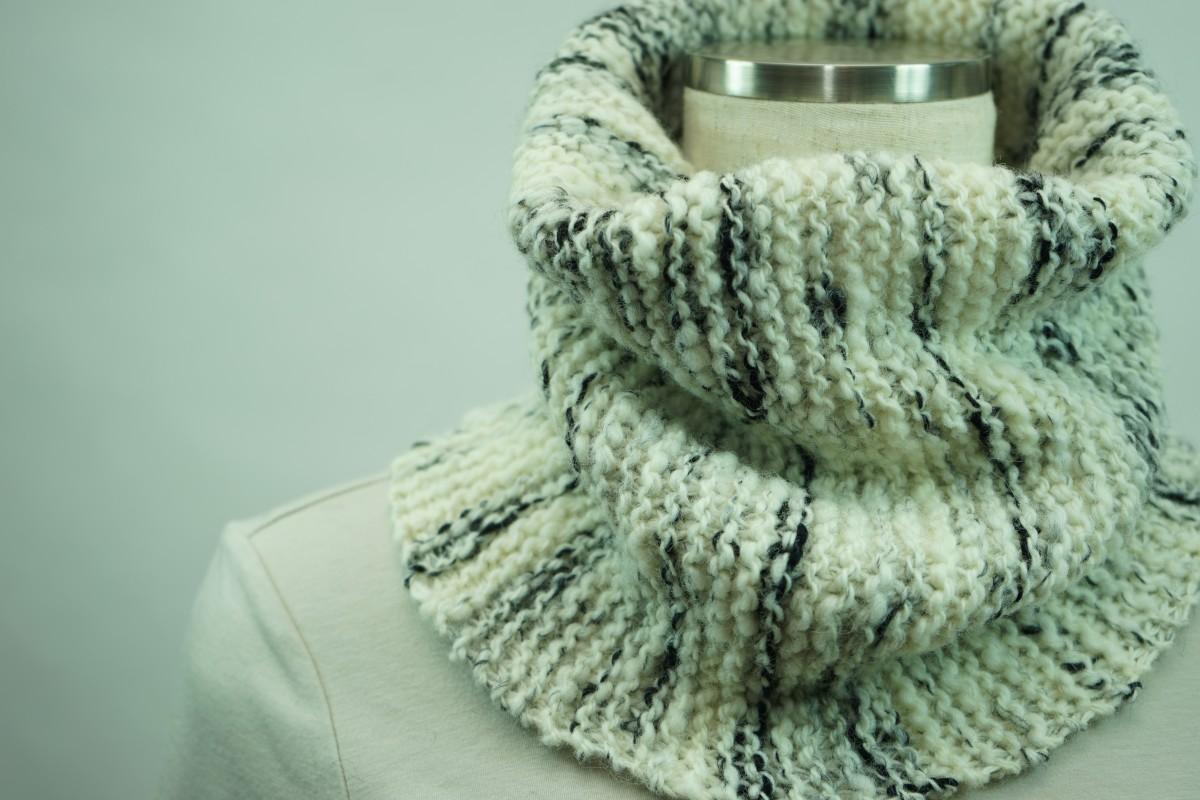 手紡ぎ糸のネックウォーマー&帽子/あえて贅沢に白(オフホワイト)を主張して・・・