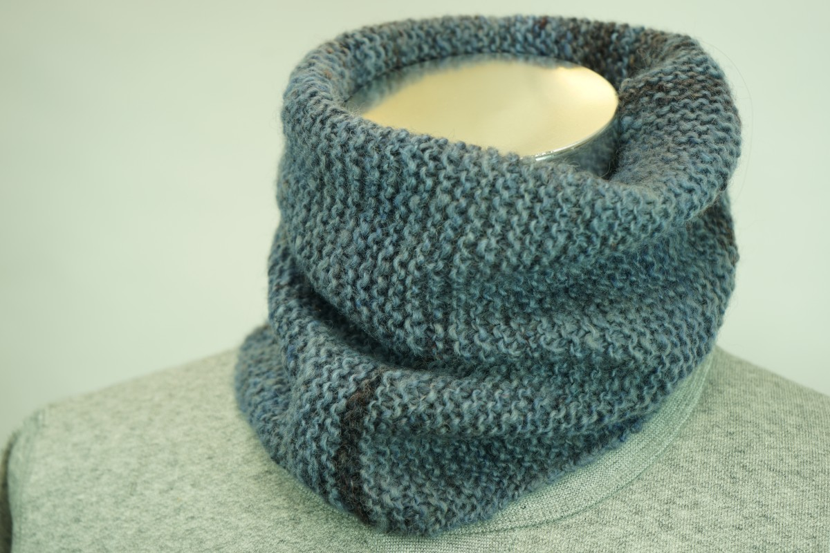手紡ぎ糸のネックウォーマー&帽子/ブルーグレーに段染めしたシェットランドシープで