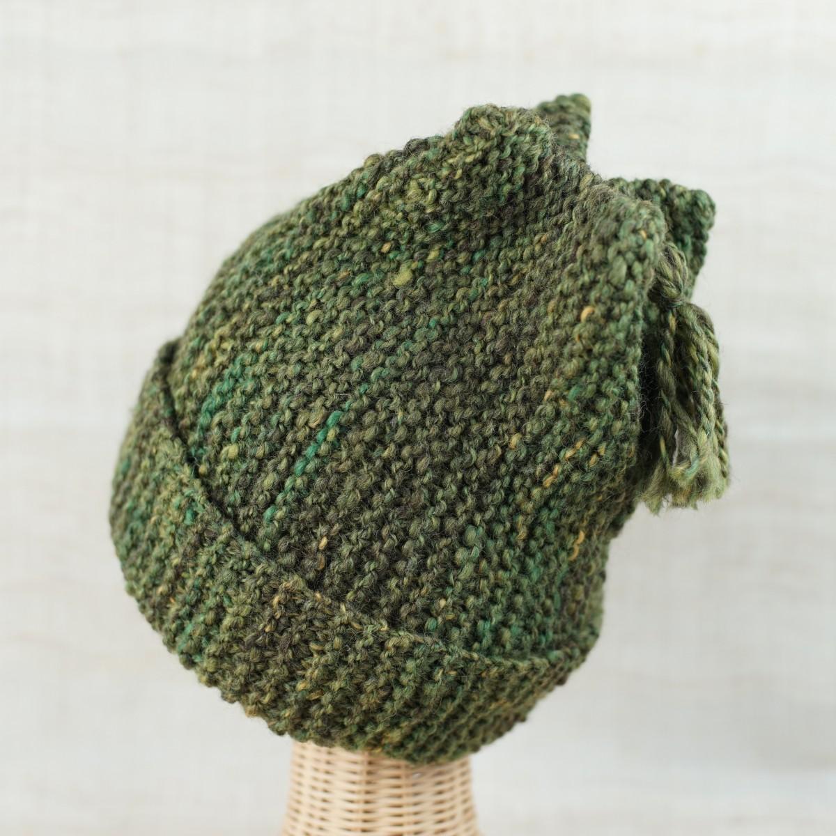 手紡ぎ糸の帽子/秋色に変化を見せる緑をイメージして、ツイード風に。染色コリデールをMIX