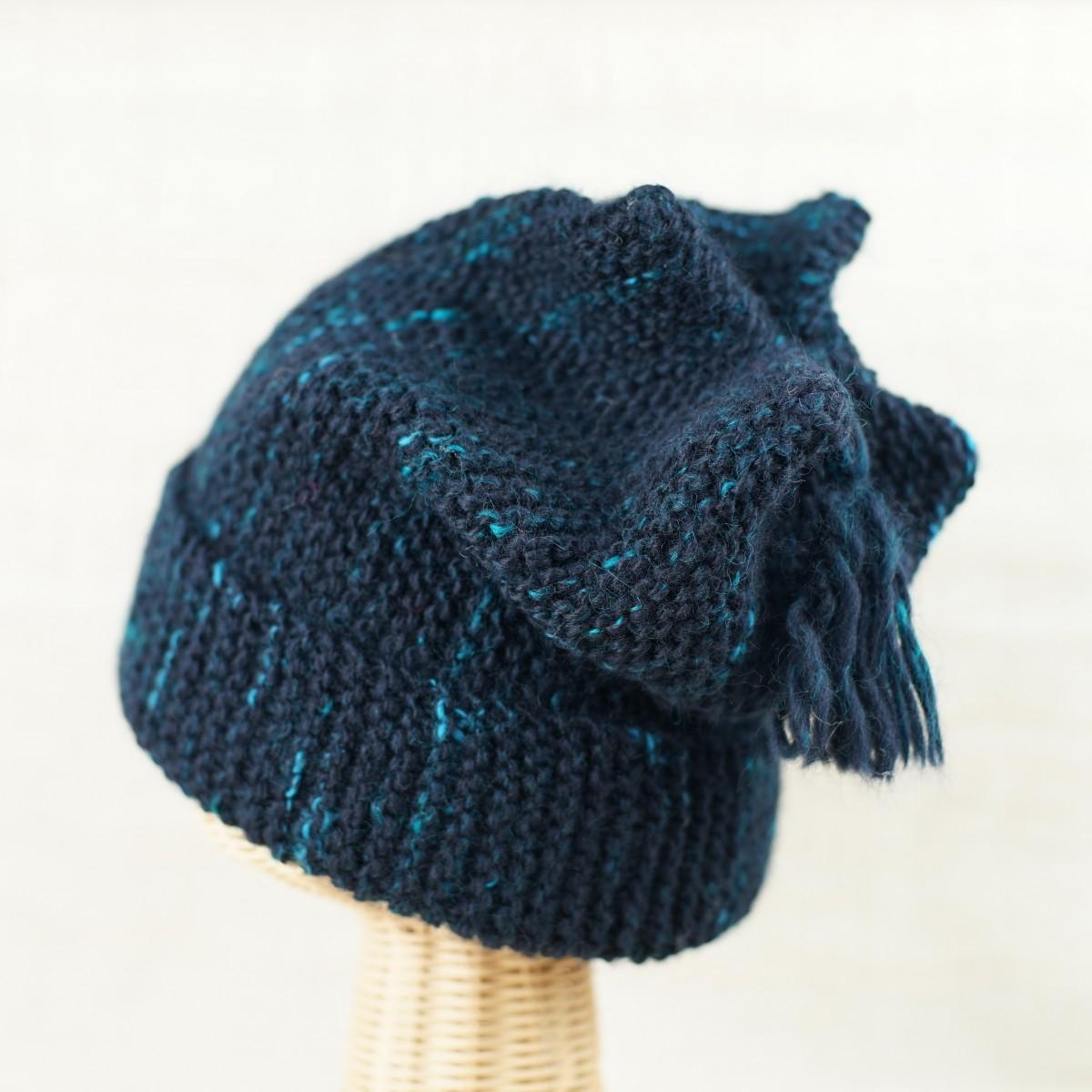 手紡ぎ糸の帽子/藍染め風に仕上げたくて、染色コリデールの濃紺をベースに、トルコブルーを散らしてツイード風に