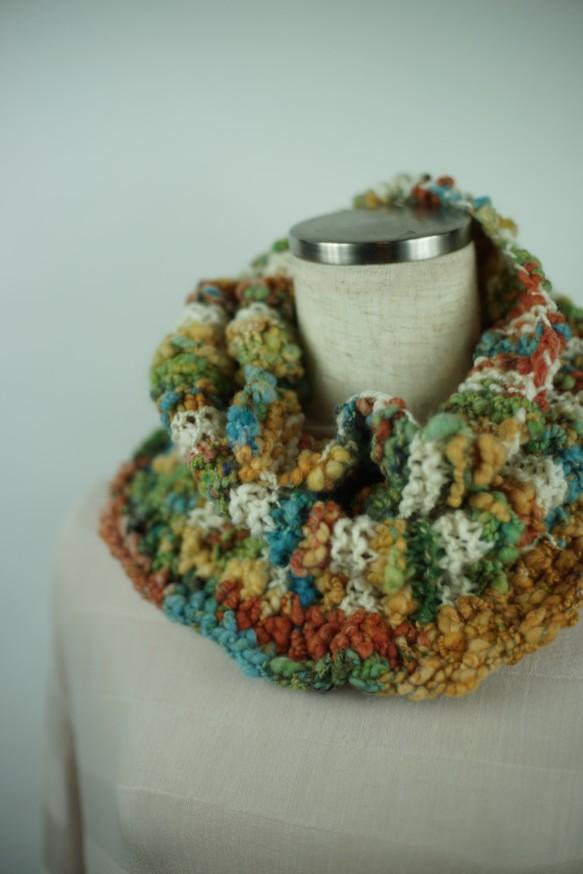 コイルヤーンのネックウォーマー(グリーン系)/手紡ぎ糸の楽しさをお伝えしたくて・・・ 画像からCreema店へリンクしています。